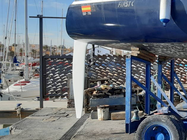 Delivery and installation of the FC8 rudder